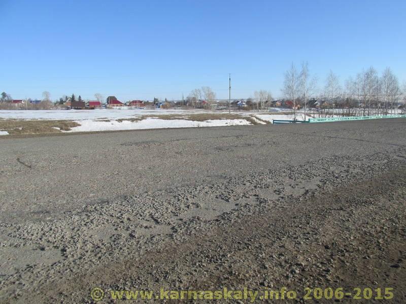 Фотография в Кармаскалинском районе: Остатки асфальтового покрытия на въезде в с.Кармаскалы