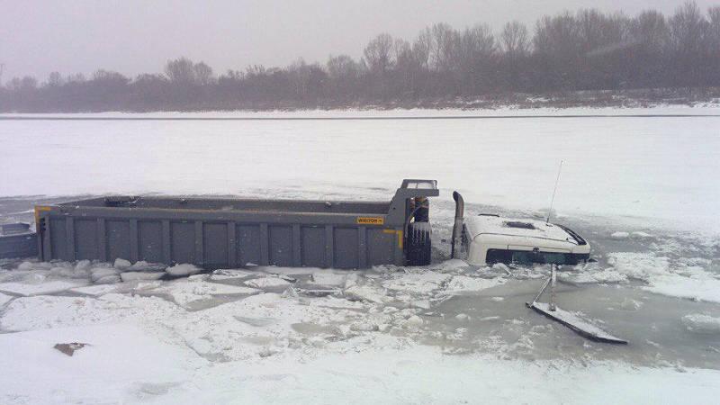 Машина под лед
